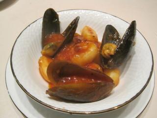 ムール貝とニョッキのアラビアータ