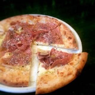 パルマ産生ハムとマッシュルームの白いピッツァ