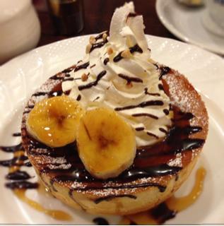 チョコとバナナのスフレパンケーキ