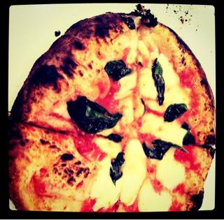 フレッシュトマトのピザ