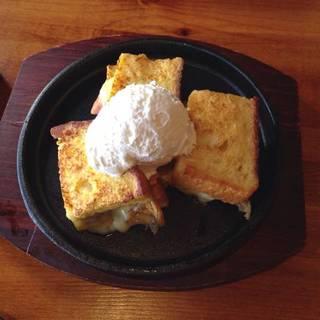 ハムとチーズの鉄板フレンチトースト