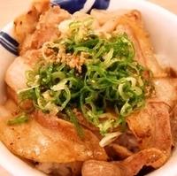 ネギ塩カルビ豚丼