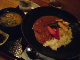 白味噌で作った湯葉と京野菜のカレー