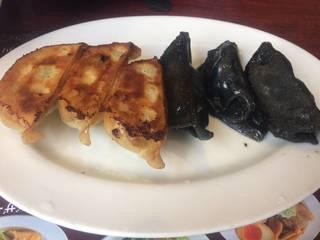 粗挽き肉の黒餃子&本格焼餃子