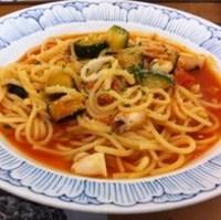 やりいかと彩り野菜のトマトパスタ