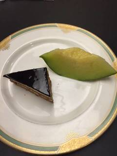 デザート2種盛り(チョコレートケーキとメロン)
