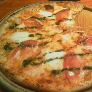 フレッシュトマトとモッツァレラチーズのマルゲリータ