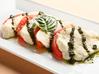 フレッシュモッツァレラチーズと トマトのカプレーゼ