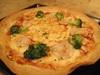 海老とブロッコリートマトソースピザ