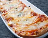 ゴルゴンゾーラとトマトのピザ