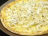 シラスたっぷりチーズピザ