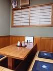 店内はカウンター6席、小上がり風のテーブル席が10席。