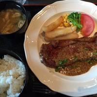 牛ロース肉のステーキ ギルド風ソース