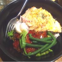 チキンとトマトソースの丼