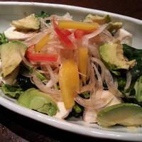 自家製とりハムとアボカドのほうれん草サラダ
