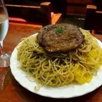 牛肉の薄切りステーキ バターライスとスパゲティ添え