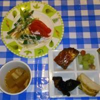 ランチバイキングより、(小鉢)角煮、イタリアンハンバーグ、海老アボカド、チキンのロースト等。