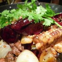 玉米,牛肉干鍋(牛肉、トウモロコシ鉄鍋)