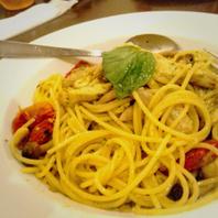 ハーブチキンと茸とドライトマトのジェノベーゼスパゲッティ