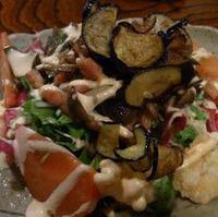 小エビ、揚げナス、キノコの温製サラダ