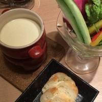 契約農園の新鮮野菜パフェの ラクレットチーズフォンデュ~バケット添え~