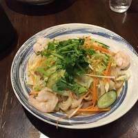 エビと夏野菜冷やし刀削麺 蝦仁冷麺
