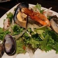 魚貝たっぷりシーフードサラダ