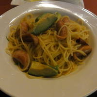 ソーセージ、アボカド、玉葱 ペペロンチーノ