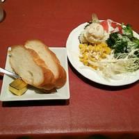 サラダバー&パン食べ放題420円