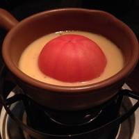 丸ごとトマトのチーズフォンデュ