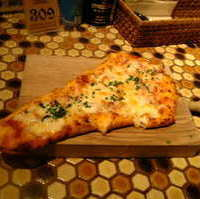 生ハムとモッツァレラのピザ