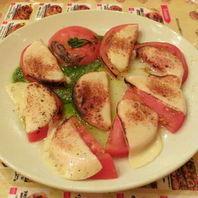 丸ごとトマトの炙りカプレーゼ