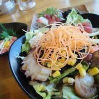築地海鮮サラダ