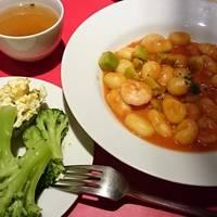 エビとアボガドのトマトソースのニョッキ