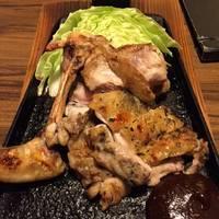 山麓鶏のモモ炭塩焼き