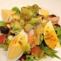 海老とアボカドのチョップドサラダ