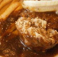 ハンバーグステーキと淡路玉葱のソテー神戸の赤ワインソース