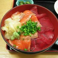 鮪と鮭の二色丼