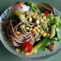 二色の蕎麦サラダ