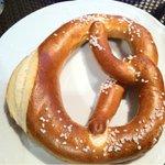 焼きたてドイツパン盛り合わせ