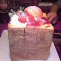 ストロベリーチーズケーキトースト