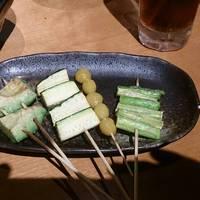 野菜串シンプルだけど美味しかった。ズッキーニなんて最高に良かった。
