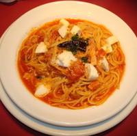 モッツァレラチーズとベーコンのトマトソーススパゲッティ