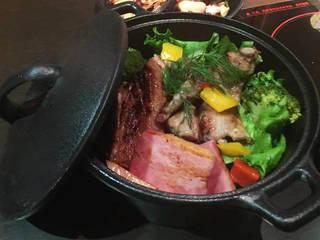 ハーブ豚の鉄鍋ステーキ 焼き野菜と共に