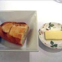 温かいフランスパン無塩バター
