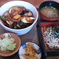 豚バラ肉の味噌炒め丼