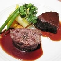牛フィレ肉のステーキと牛頬肉の煮込み