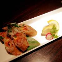 バームクーヘン豚とキムチチーズの揚げ春巻き