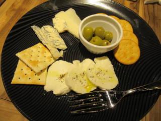 チーズとオリーブのおつまみ