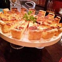 グリュイエールチーズとサラミのキッシュ